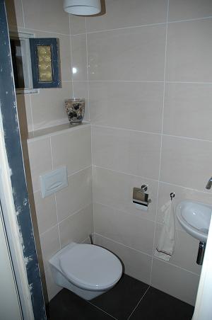 Bathroom Toilets on Deze Toilet Werd Geheel Gerenoveerd En Voorzien Van Nieuw Sanitair
